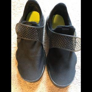 Women's Nike shoes Sz 9